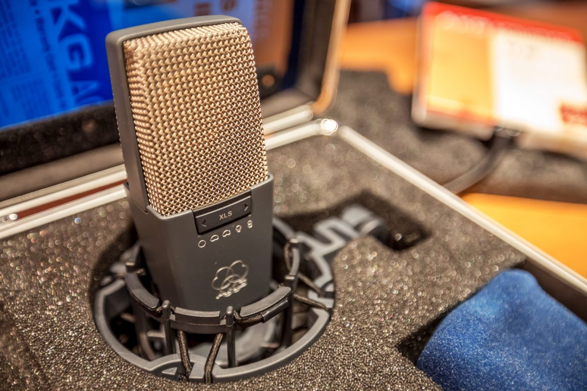 the 5 best mics for guitar amps. Black Bedroom Furniture Sets. Home Design Ideas