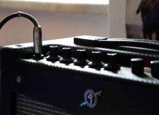 Small guitar amp